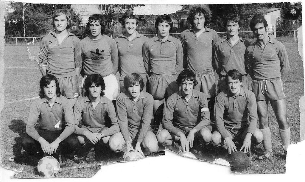 http://bleuetspau.free.fr/photos/histoire/1975_juniors_281.jpg