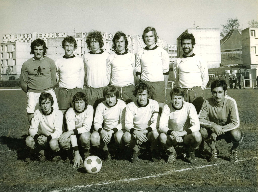 http://bleuetspau.free.fr/photos/histoire/1976_juniors_87.jpg