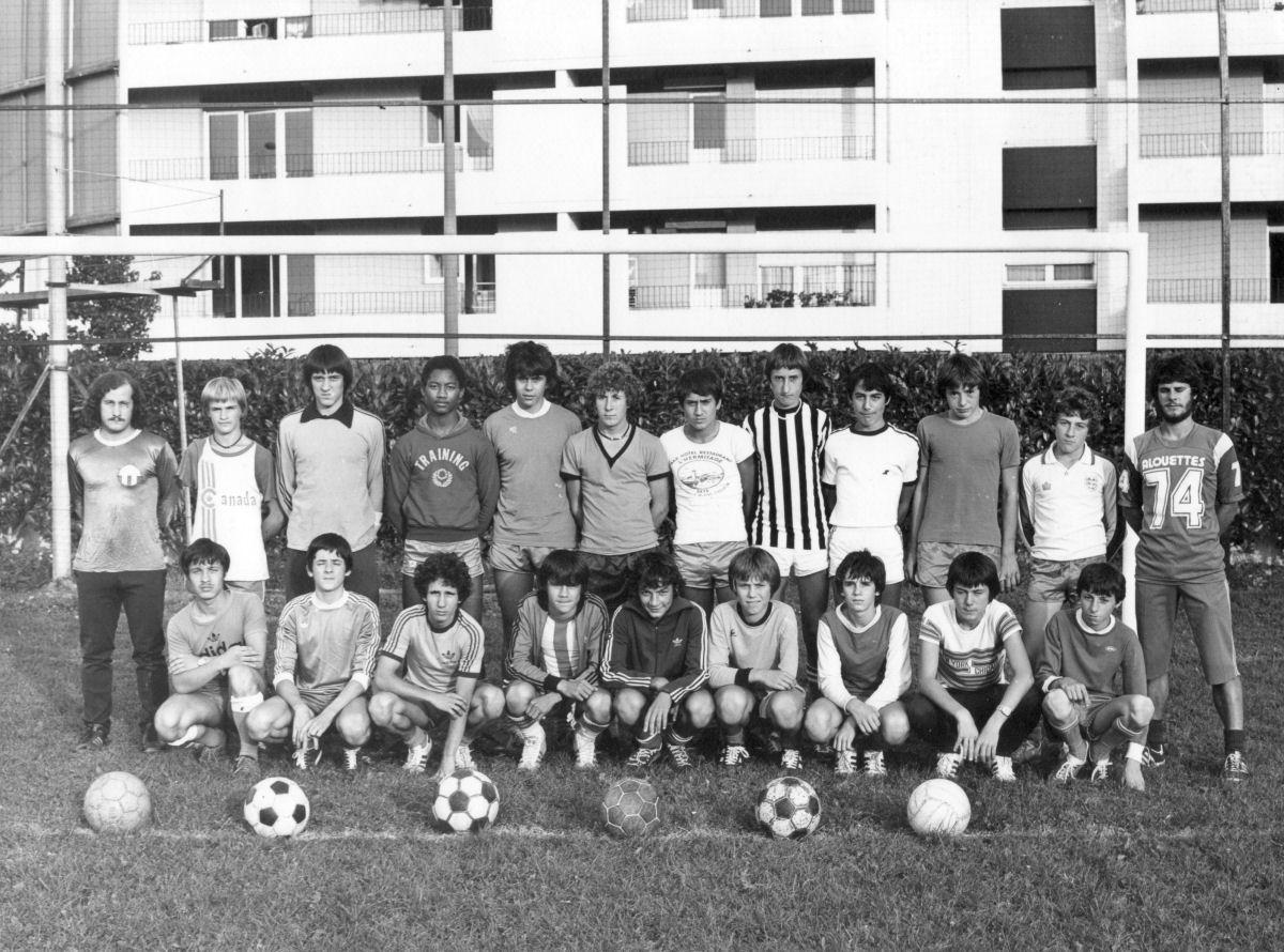 http://bleuetspau.free.fr/photos/histoire/1982_cadets_326.jpg